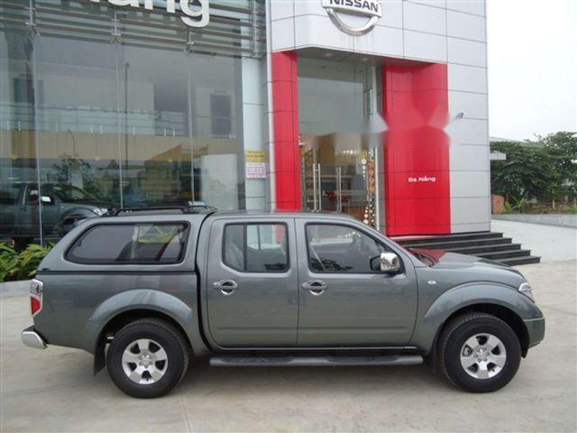 Cần bán gấp Nissan Navara LE đời 2011, màu xám