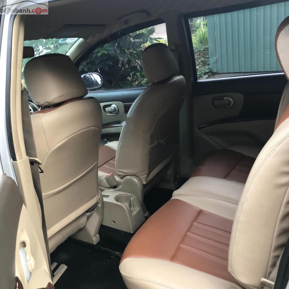 Cần bán xe Nissan Grand livina 1.8 MT đời 2011, màu bạc