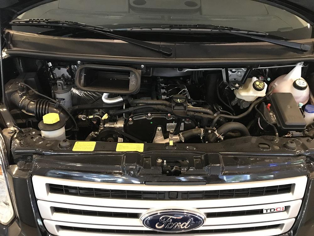 Xe Ford Transit trang bị động cơ Duratorq 2.4L-TDCi (VGT)