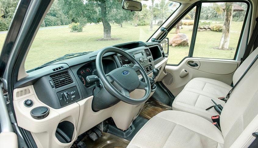 Không gian nội thất của Ford Transit là thoải mái, sang trọng