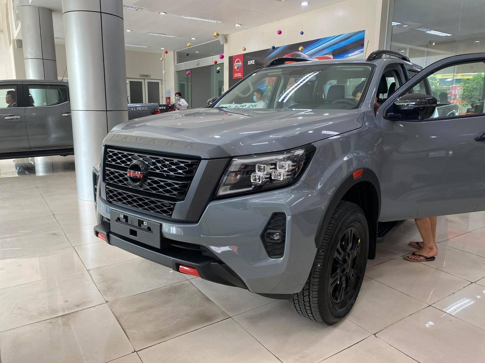 Cần bán Nissan Navara VE đời 2021, màu bạc, nhập khẩu nguyên chiếc