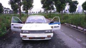 Bán Nissan Bluebird năm 1993, màu trắng, nhập khẩu, giá 23tr giá 23 triệu tại Hà Nội