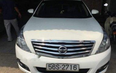 Cần bán Nissan Teana 2.0 AT sản xuất năm 2010, màu trắng, giá tốt
